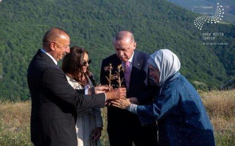 İlham Əliyev və Ərdoğan Şuşa gəzintisində - VİDEO