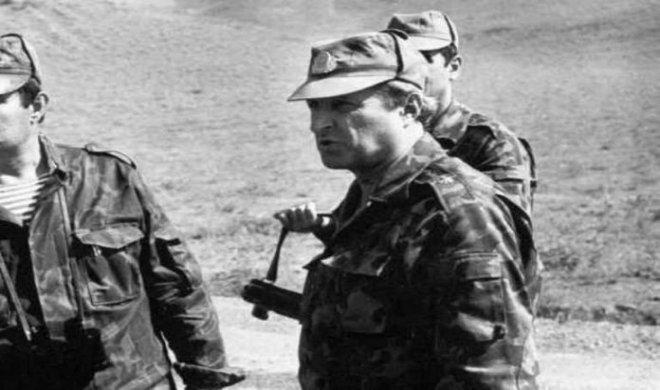 General rütbəsini səngərdə alan, otağında saatlı bomba asılan SƏRKƏRDƏ